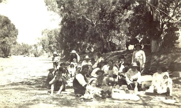 Heneker family picnic - Hawker